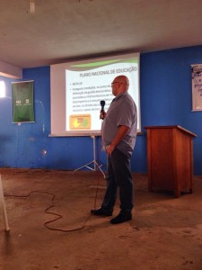 Ivan Claudio Guedes apresentando Plano Nacional de Educação